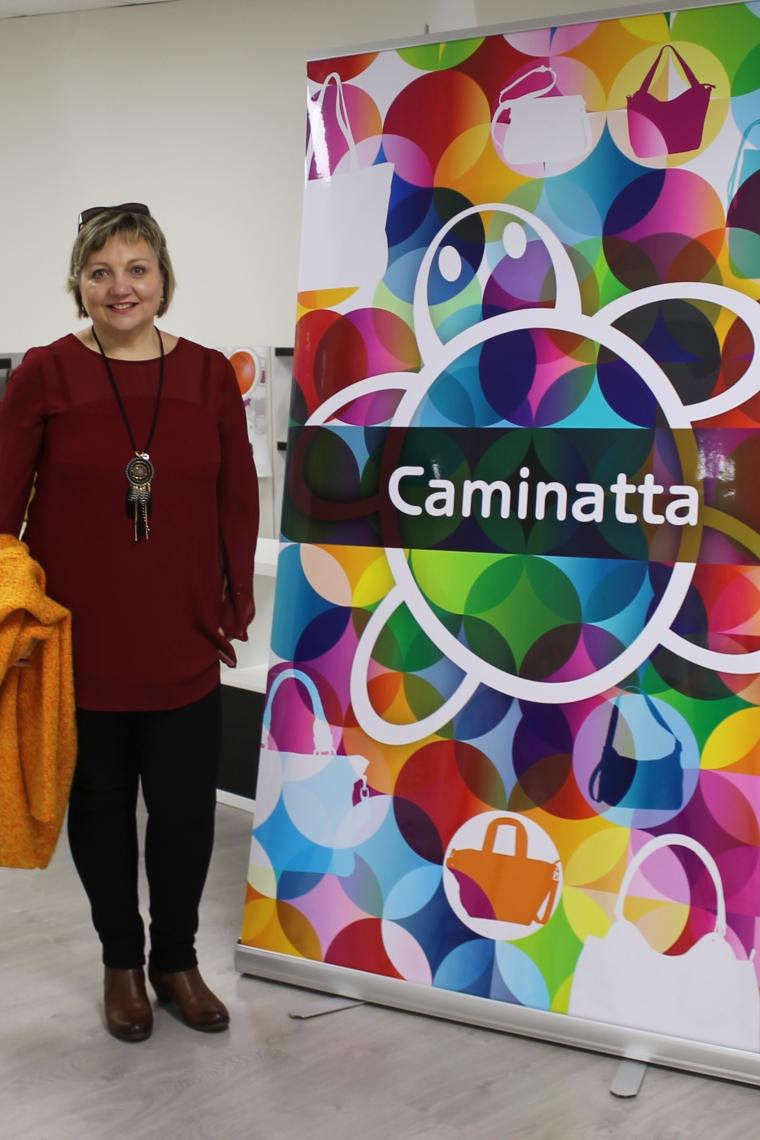 Anuska Ocio junto al photocall de Camintta.